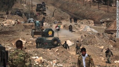 Syrian fighters facing little resistance at Tabqa dam