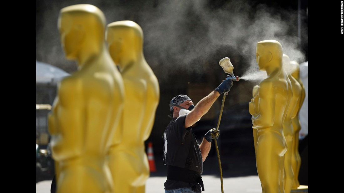 "An artist paints Oscar statues ahead of the Academy Awards, which will take place in Los Angeles on Sunday, February 26. <a href=""http://www.cnn.com/2017/02/20/entertainment/gallery/oscar-acting-nominees/index.html"" target=""_blank"">See all 20 acting nominees</a>"