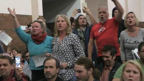 cnnee pkg ione molinares foro ciudadano inmigracion trump republicanos quejas votantes_00012014.jpg
