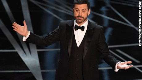 Host Jimmy Kimmel delivers a speech on stage at the 89th Oscars on February 26, 2017 in Hollywood, California. / AFP / Mark RALSTON        (Photo credit should read MARK RALSTON/AFP/Getty Images)
