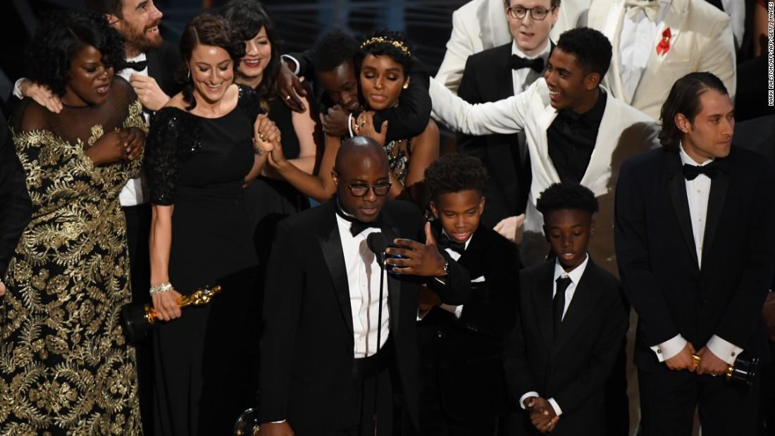 'Moonlight' wins best picture Oscar after baffling on-stage flub