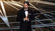 Linus Sandgren accepts the best cinematography Oscar for his work on