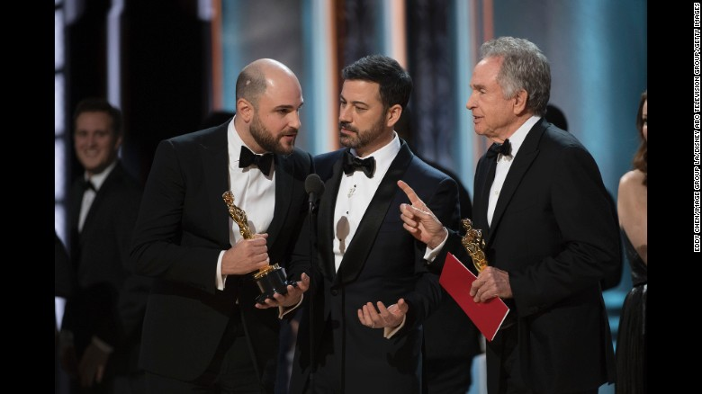 From left, Jordan Horowitz, host Jimmy Kimmel and presenter Warren Beatty confer briefly after the mistake was made known.