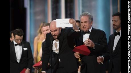THE OSCARS(r) - The 89th Oscars(r)  broadcasts live on Oscar(r) SUNDAY, FEBRUARY 26, 2017, on the ABC Television Network. (Eddy Chen/ABC via Getty Images) JORDAN HOROWITZ, WARREN BEATTY, JIMMY KIMMEL