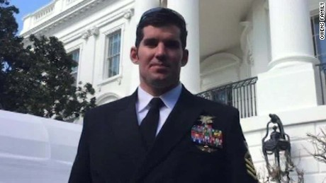 Father of slain Navy SEAL slams Trump, Yemen raid