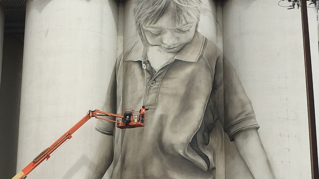 Guido van Helten: Giant figures appear on rural silos