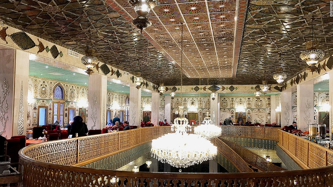 <strong>Chehelsotoun Restaurant: </strong>One of six dining options in Abbasi Hotel, Chehelsotoun is covered with murals in both Safavid and Qajar styles and decorated with chandeliers and lanterns.