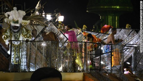 The third floor of a float of the Unidos da Tijuca samba school collapses during the second night of Rio's Carnival at the Sambadrome in Rio de Janeiro, Brazil, early on February 28, 2017. / AFP / VANDERLEI ALMEIDA        (Photo credit should read VANDERLEI ALMEIDA/AFP/Getty Images)