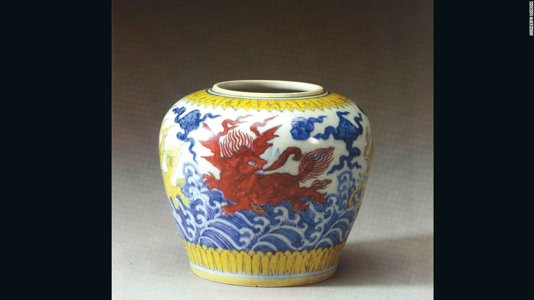 This Ming dynasty jar was purchased by an anonymous buyer from a British antique shop in the 1980s for just $145. He later sold it at a Sotheby's London auction in 2001 for more than $900,000 (GBP 751,500).
