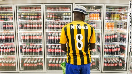 A customer browses bottles of beverages inside a supermarket in Rustenburg, South Africa, Photo: Waldo Swiegers/Bloomberg via Getty Images