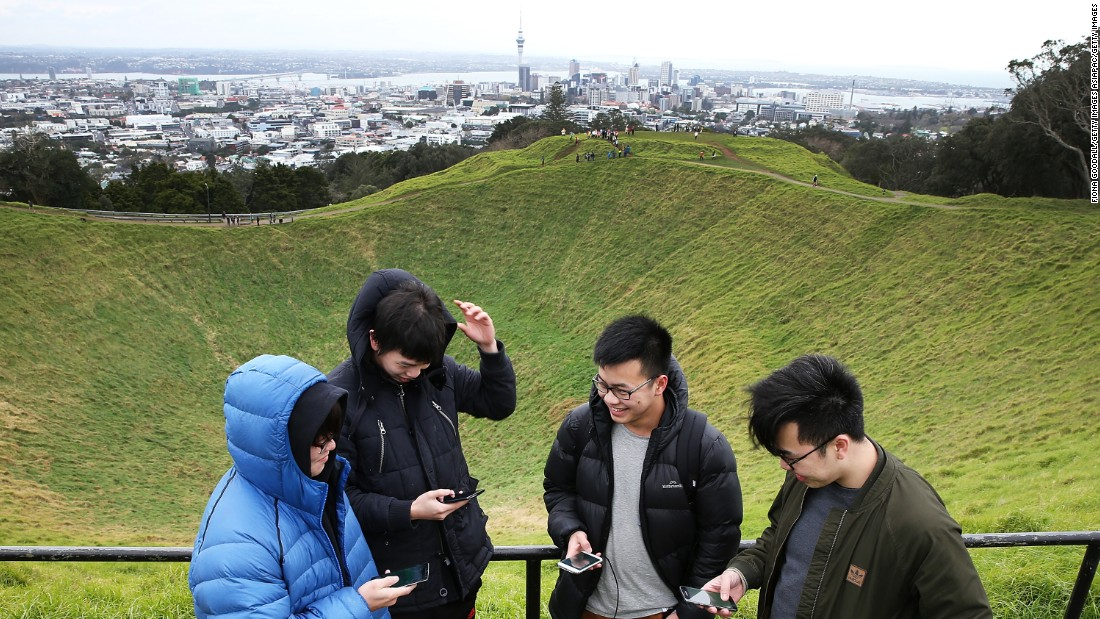 "<strong>Maungawhau/Mount Eden: <a href=""http://www.aucklandnz.com/discover/mount-eden"" target=""_blank""></strong>Mount Eden</a> is Auckland's highest natural point. From the summit you can stare down into its steep 50-meter-deep crater or get a 360-degree view of the city's sprawling suburbs."