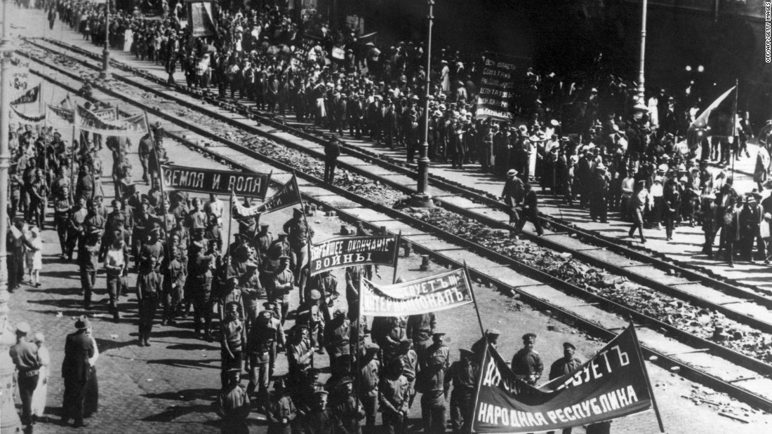 Around 100,000 people are believed to have taken part on the first day of the February revolution, which began with demonstrations against the war and food shortages.