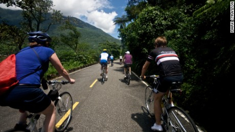 The short Lake Liyu Circuit Cycleway in Hualien County is ideal for families and leisure bikers.