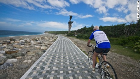 The Hualien Pacific Seashore Cycle has been knicknamed the Marble Cycleway because of its beautiful purpose-built pavement.