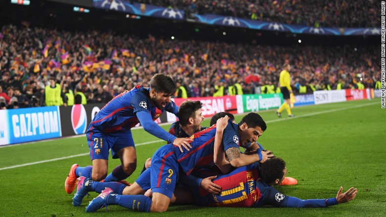Sergi Roberto celebrates with his Barca teammates after scoring the sixth goal.