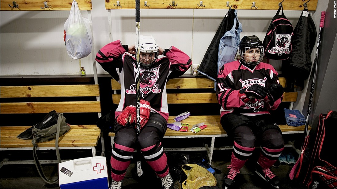 Female ice hockey players in Ukraine are trying to revive a national league against the odds.