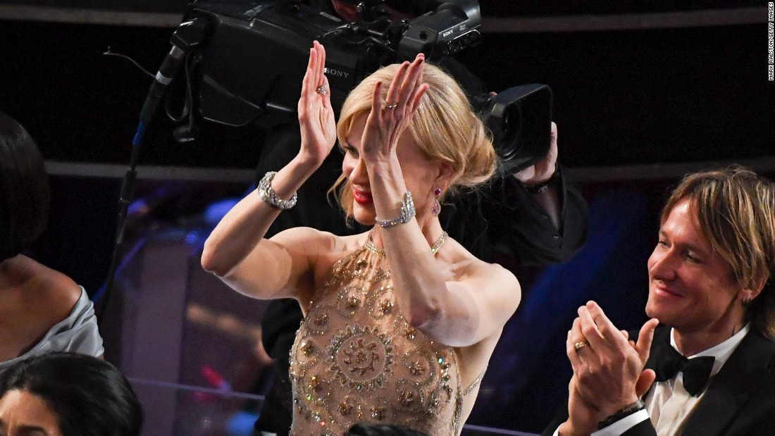 Nicole Kidman Explains Her Awkward Clapping At The Oscars