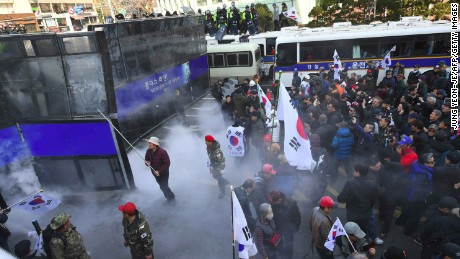 South Korean supporters of Park Geun-Hye clash with police after the announcement of the Constitutional Court over the impeachment of South Korea's President Park Geun-Hye in Seoul on March 10, 2017.