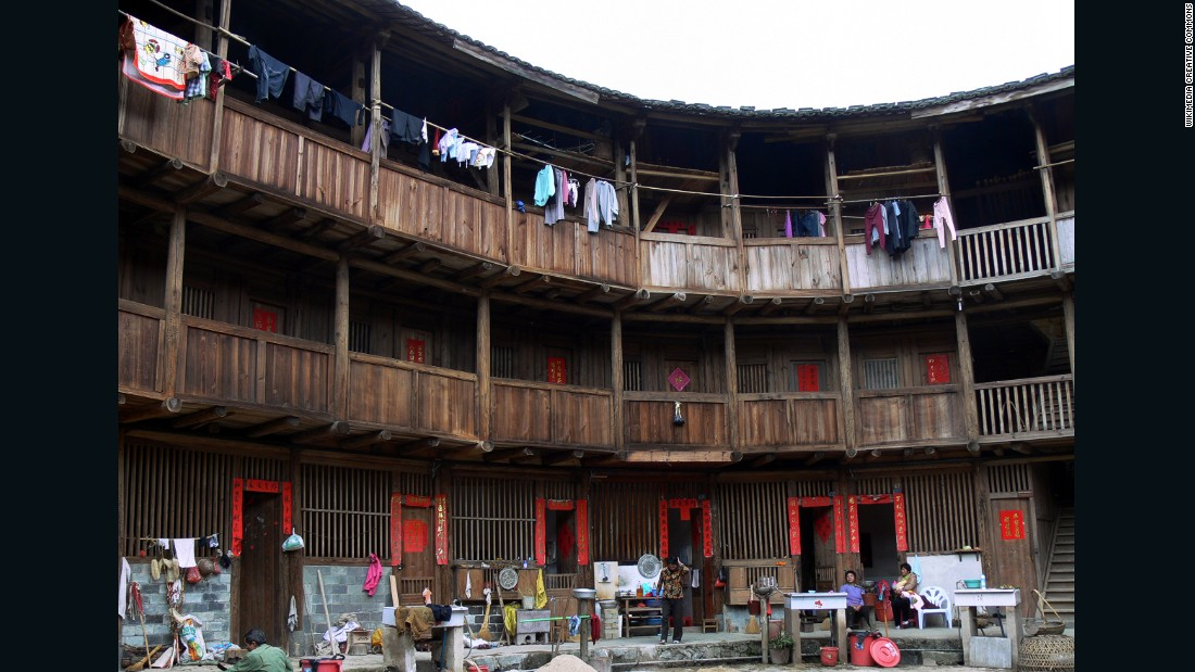 The shape of tulous encourages families to interact a lot in the main courtyard. Sometimes entire Hakka clans would live in one tulou and share a collective name.