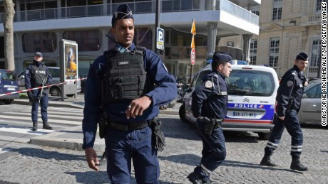 "French Police officers secure the scene near the Paris offices of the International Monetary Fund (IMF) on March 16, 2017 in Paris, after a letter bomb exploded in the premises. An employee at the Paris offices of the International Monetary Fund suffered injuries to her hands and face after opening a letter which exploded on March 16, police said. Several people were evacuated from the building near the Arc de Triomphe monument ""as a precaution"", a police source said.  / AFP PHOTO / Christophe ARCHAMBAULTCHRISTOPHE ARCHAMBAULT/AFP/Getty Images"