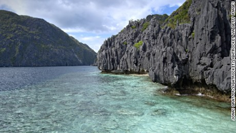 RESTRICTED USE EL NIDO, PALAWAN, PHILIPPINES - 2008/12/19: The archipelago outside El Nido is composed of wild limestone cliffs, lagoons, hundreds of islands and a rich marine fauna. . (Photo by Jonas Gratzer/LightRocket via Getty Images)