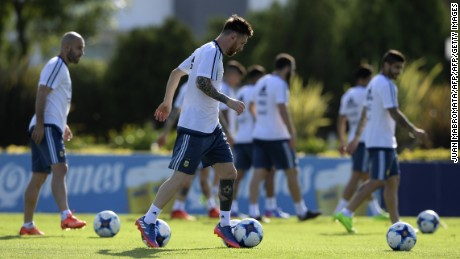 Argentina's forward Lionel Messi (C) controls the ball next to midfielder Ezequiel Lavezzi (L) and midfielder Ever Banega during a training session in Ezeiza, Buenos Aires, on March 21, 2017 ahead of their FIFA World Cup South American qualifier football matches against Chile and Venezuela.  / AFP PHOTO / JUAN MABROMATA        (Photo credit should read JUAN MABROMATA/AFP/Getty Images)