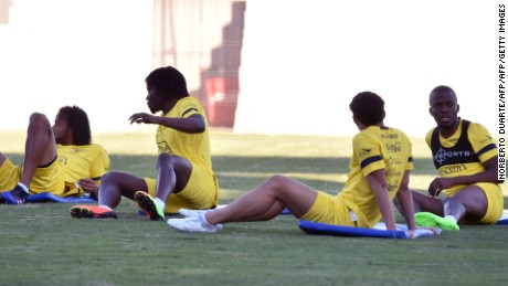 Ecuador's national footballers have a rest during a training session at Arsenio Erico stadium in Asuncion, ahead of their FIFA World Cup qualifying matches against Paraguay and Colombia on March 21, 2017. / AFP PHOTO / NORBERTO DUARTE        (Photo credit should read NORBERTO DUARTE/AFP/Getty Images)