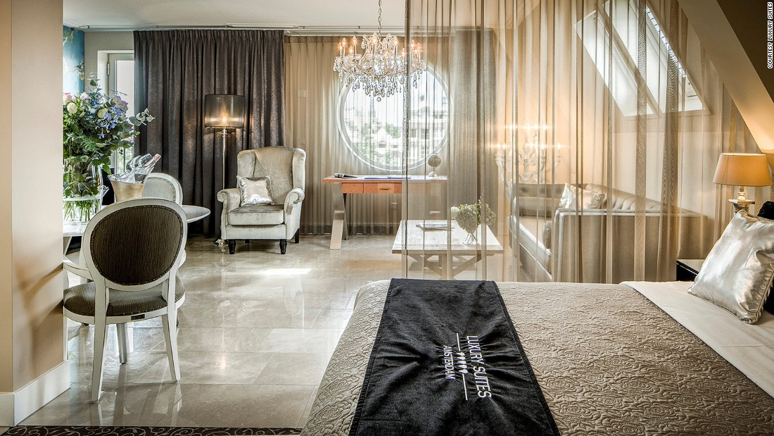<strong>Luxury Suites Amsterdam: </strong>Newcomer Luxury Suites<strong> </strong>has spacious and well equipped service apartments overlooking the Oudeschans, a wide canal at the east side of the city center.<br />