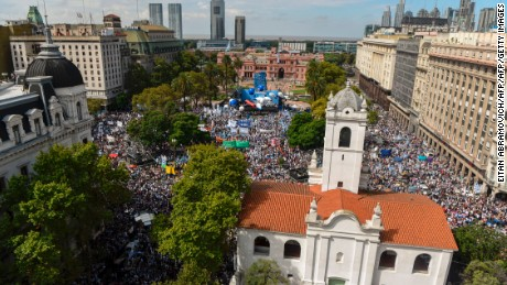 General view of Plaza de Mayo square where teachers demonstrate during a 48-hour nationwide strike demanding pay rises, in Buenos Aires on March 22, 2017. / AFP PHOTO / EITAN ABRAMOVICH        (Photo credit should read EITAN ABRAMOVICH/AFP/Getty Images)