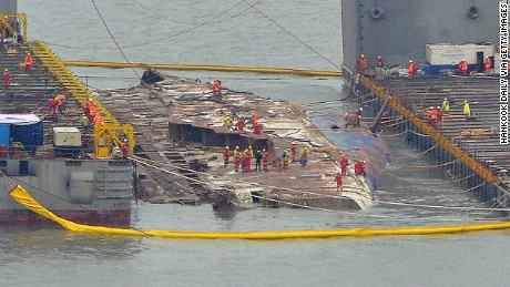 JINDO-GUN, SOUTH KOREA - MARCH 23:  In this handout photo released by Hankook Daily, a submersible vessel attempts to salvage sunken Sewol ferry in waters off Jindo, on March 22, 2017 in Jindo-gun, South Korea. The South Korean government attempted to raise the Sewol ferry on March 22, 2017. The Sewol sank off the Jindo Island in April 2014 leaving more than 300 people dead and nine of them still remain missing. (Photo by Hankook Daily via Getty Images)