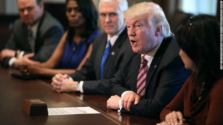 Trump prods Freedom Caucus to drop opposition to health plan