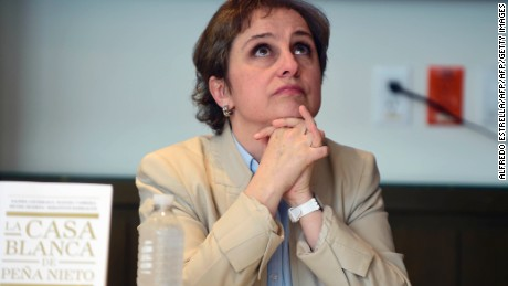 "Mexican journalist Carmen Aristegui during a meeting with members of the media at the Editorial Group Random House Mondadori'offices in Mexico City, on July 21, 2016.  Aristegui and four other journalists referred to the recently published book ""La Casa Blanca de Pena Nieto"" (Pena Nieto's White House) and about the lawsuit presented against them by MVS radio and television group president Joaquin Vargas. / AFP / ALFREDO ESTRELLA        (Photo credit should read ALFREDO ESTRELLA/AFP/Getty Images)"