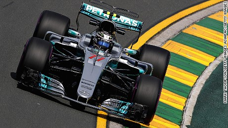 MELBOURNE, AUSTRALIA - MARCH 24: Valtteri Bottas driving the (77) Mercedes AMG Petronas F1 Team Mercedes F1 WO8 on track during practice for the Australian Formula One Grand Prix at Albert Park on March 24, 2017 in Melbourne, Australia.  (Photo by Mark Thompson/Getty Images)