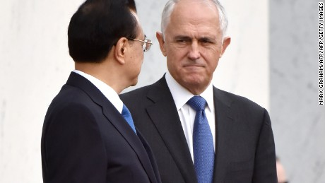 Australia's Prime Minister Malcolm Turnbull (R) looks at China's Premier Li Keqiang as they prepare to leave the ceremonial welcome at Parliament House in Canberra on March 23, 2017. Australia urged China on March 23 to press ahead with economic reforms as Premier Li Keqiang began a trade-focused visit amid growing fears of a US slide towards protectionism. / AFP PHOTO / MARK GRAHAM        (Photo credit should read MARK GRAHAM/AFP/Getty Images)