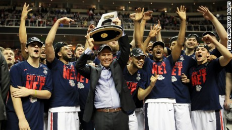 SAN JOSE, CA - MARCH 25:  Head coach Mark Few of the Gonzaga Bulldogs and his team celebrate with the trophy after their 83 to 59 win over the Xavier Musketeers during the 2017 NCAA Men's Basketball Tournament West Regional at SAP Center on March 25, 2017 in San Jose, California.  (Photo by Ezra Shaw/Getty Images)