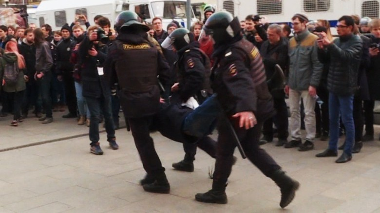 Russia protests Putin anti-corruption Pleitgen pkg_00001919