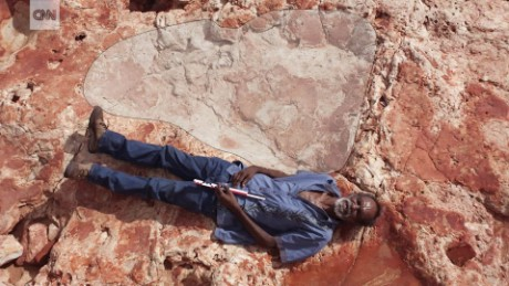World's biggest dinosaur footprint found ORIG MOBILE TC_00000000.jpg