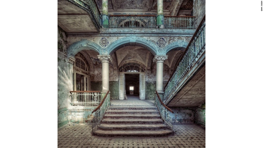 Her list of locations includes everything from asylums to schools and power stations. This sanatorium had been abandoned for almost 15 years when Soden visited it.
