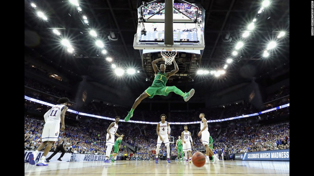 "Jordan Bell of the Oregon Ducks <a href=""http://bleacherreport.com/articles/2699727-oregons-jordan-bell-throws-down-alley-oop-against-michigan"" target=""_blank"">dunks the ball</a> against the Kansas Jayhawks during the NCAA Tournament's Midwest regional on Saturday, March 25. Oregon defeated Kansas 74-60."