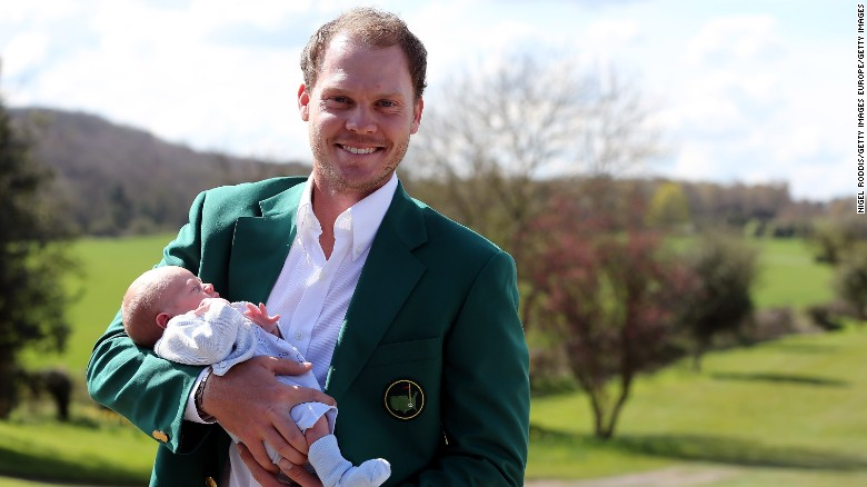 Danny Willett hits terrible  shot during round 2 of the Masters