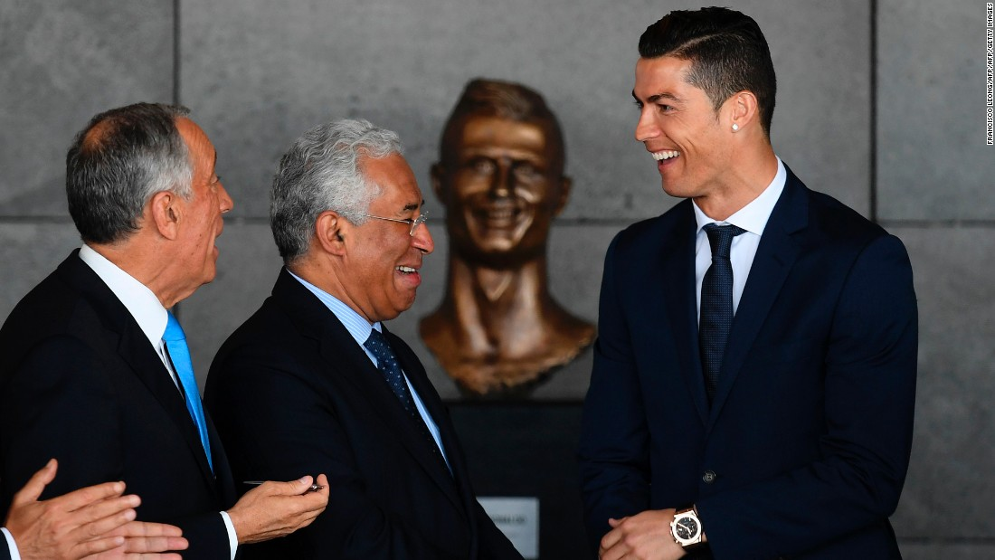 Ronaldo, born in Funchal, looks after the statue's unveiling.