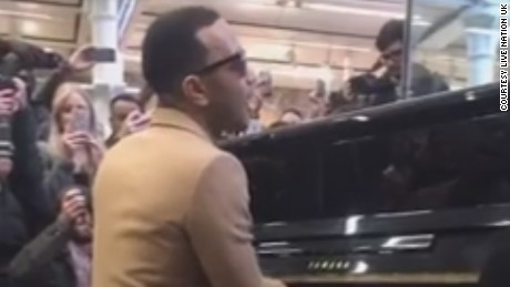 John Legend gives an impromptu performance at London's St. Pancras train station on 29 March 2017.