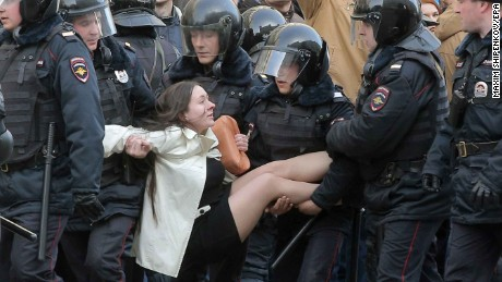 epaselect epa05871912 Russian riot policemen detain a demonstrator during an opposition rally in central Moscow, Russia, 26 March 2017. Russian opposition leader Alexei Navalny called on his supporters to join a demonstration in central Moscow despite a ban from Moscow authorities. Throughout Russia the opposition held the so-called anti-corruption rallies. According to reports, dozens of demonstrators have been detained across the country as they called for the resignation of Russian Prime Minister Dmitry Medvedev over corruption allegations.  EPA/MAXIM SHIPENKOV