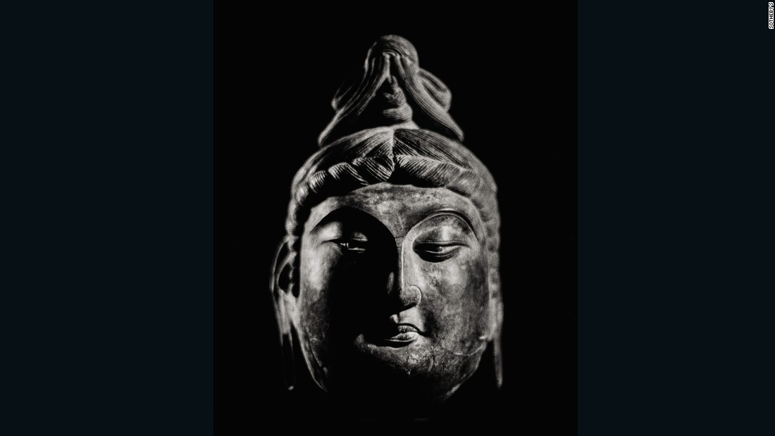 Bodhisattva Avolokitsvera dry lacquer head, Tang Dynasty, estimate $2,319,480-$3,221,500 (HK$18,000,000-$25,000,000). With slender bow-shaped eyes and hooded eyelids, this rare lacquer head is sensitively modeled.