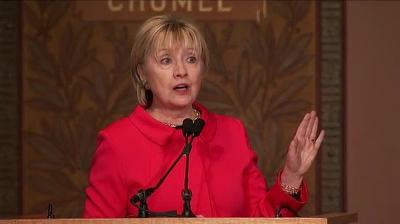 Clinton chides Trump on Syrian refugee ban after airstrikes