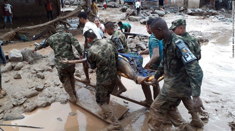 Soldiers evacuating a victim after the mudslide hit Mocoa on Friday night.