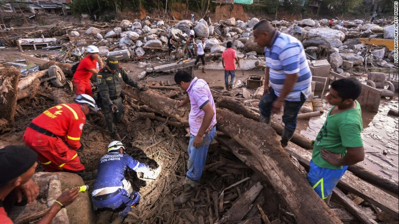 Rescuers search for more victims under the debris in Mocoa.