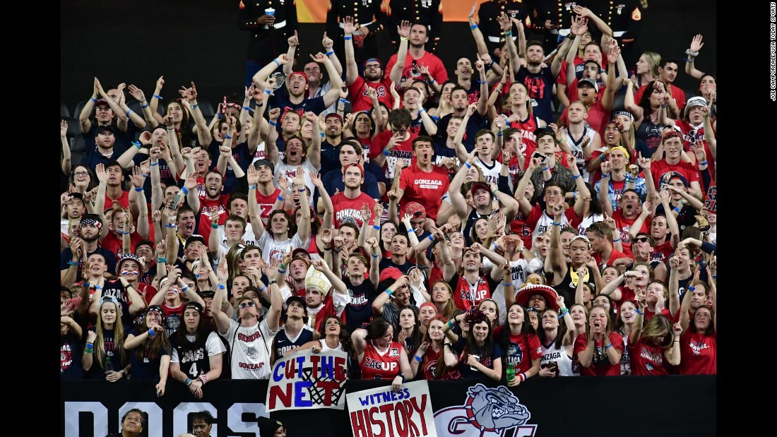 Gonzaga fans cheer during the game.