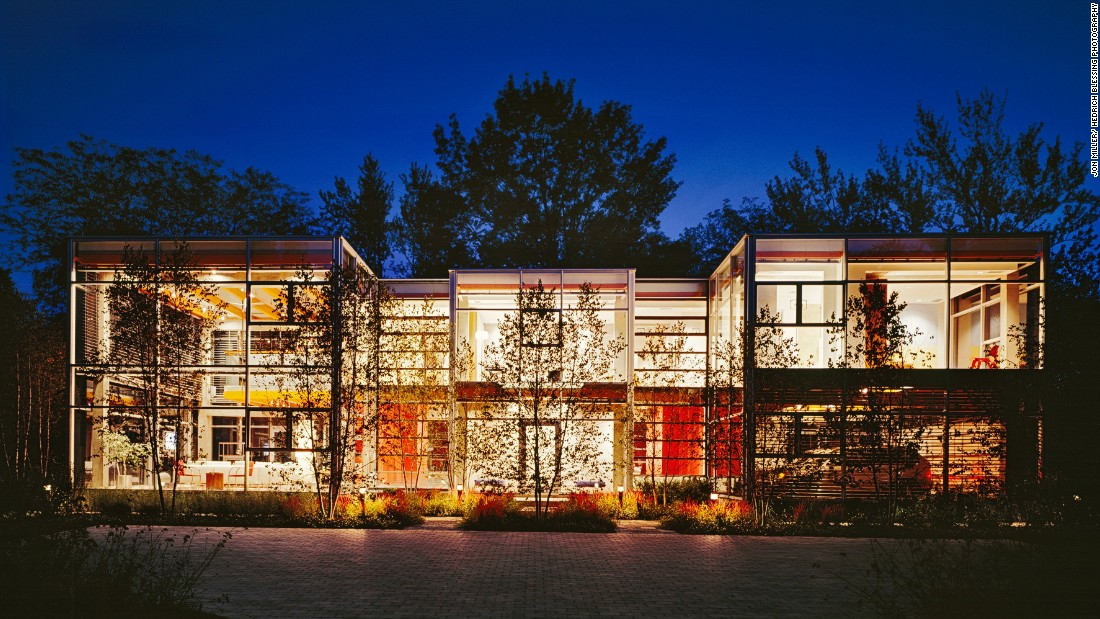"Architect <a href=""http://www.roszak.com/"" target=""_blank"">Thomas Roszak</a>'s 8,820-square-foot Glass House experiments with transparency and reflectivity with an open facade. His home received the American <a href=""https://www.aia.org/awards/7411-institute-honor-awards-for-interior-architecture"" target=""_blank"">Institute Honor Awards for interior architecture</a> in 2008."