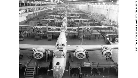 Willow Run automobile assembly plant in Michigan (1942)
